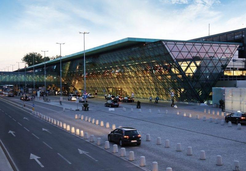 Lotnisko w Krakowie powoli odżywa
