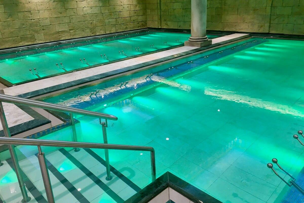 Hotele i baseny zamknięte na miesiąc