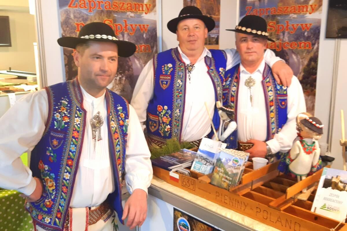 Flisacy Pienińscy na swoim stoisku na targach we Wrocławiu