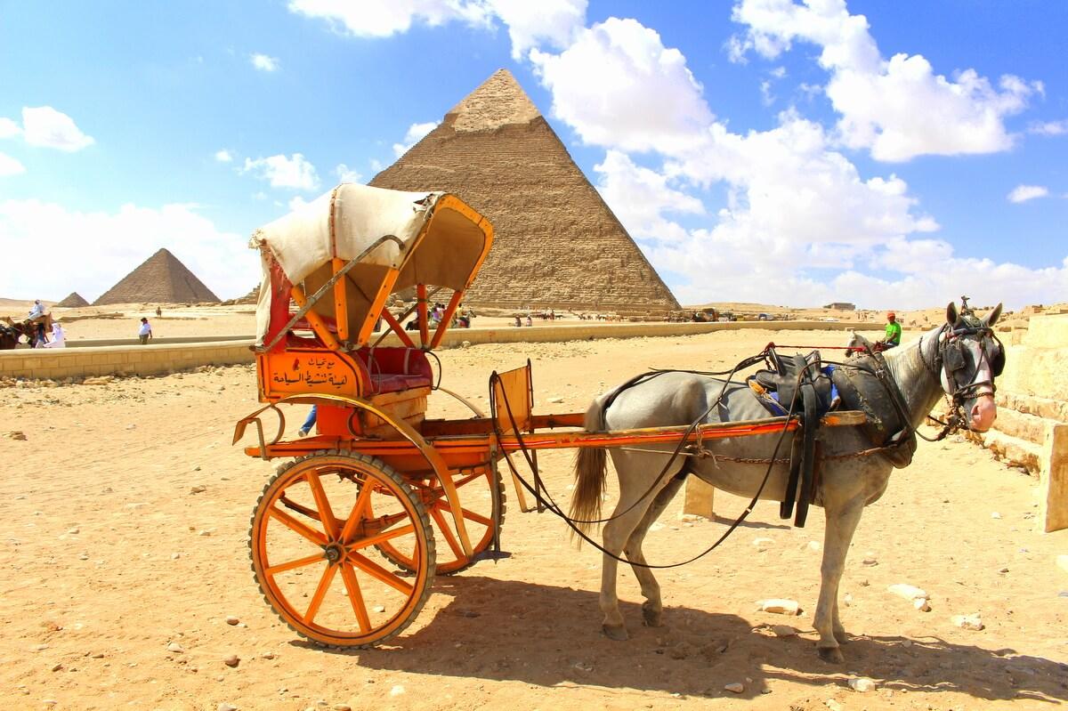 Egipt kusi turystów tańszymi wizami