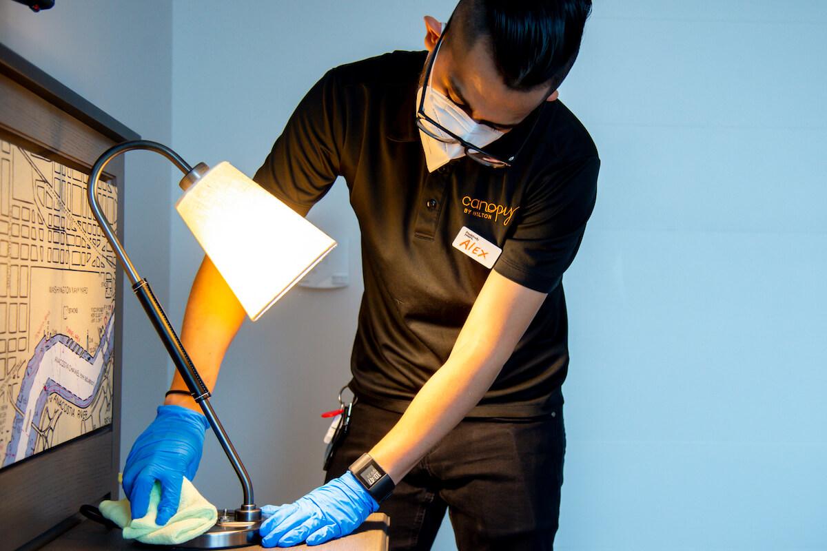 Nowe zasady higieny w hotelach Hilton