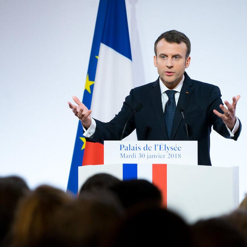 Macron zapomnieć o wakacjach