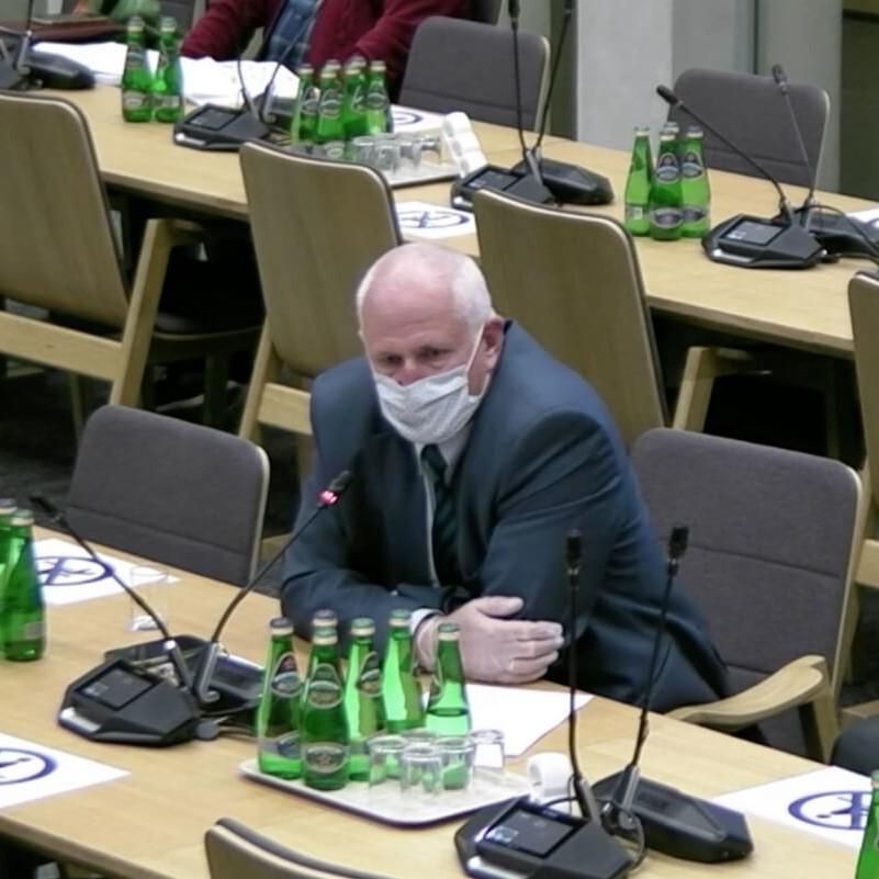 Marek Kamieński, wiceprezes OSAT, na posiedzeniu komisji
