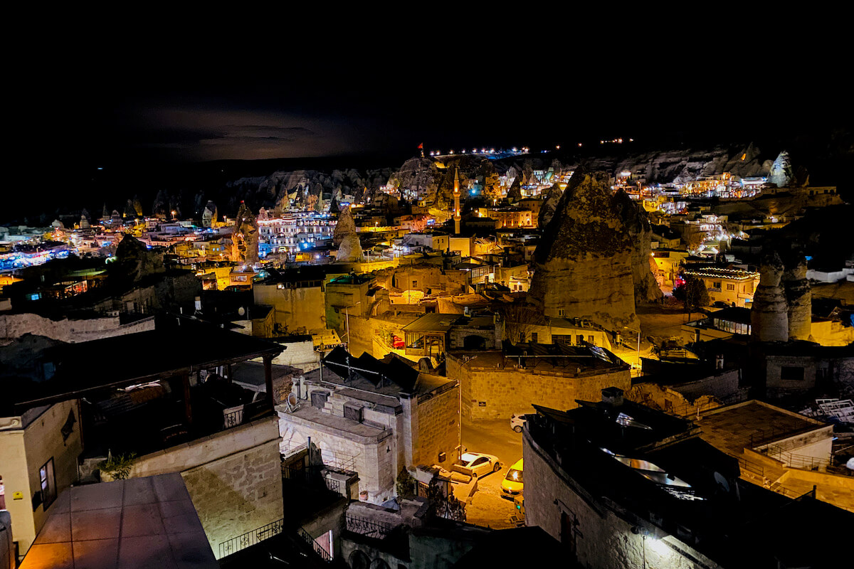 Goreme nocą Kapadocja Turcja