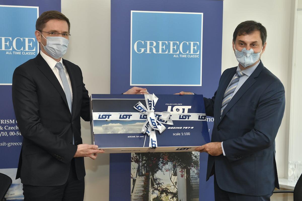 LOT poleci latem do Grecji