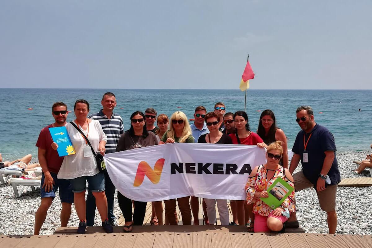 Agenci Nekera na plaży w Fame Residence Kemer
