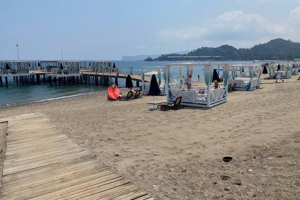Pawilony (cabany) na pomoście i plaży Sherwood Exclusive Kemer