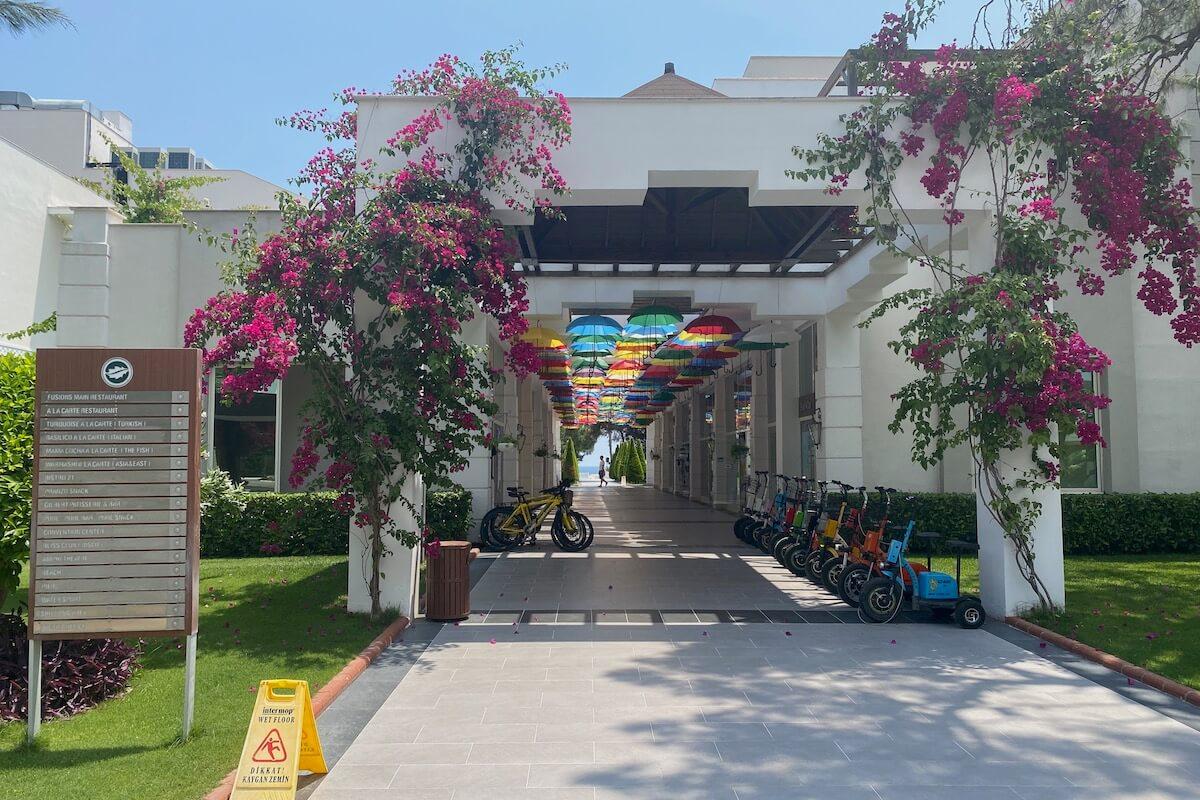Sherwood Exclusive Kemer - patio przy lobby