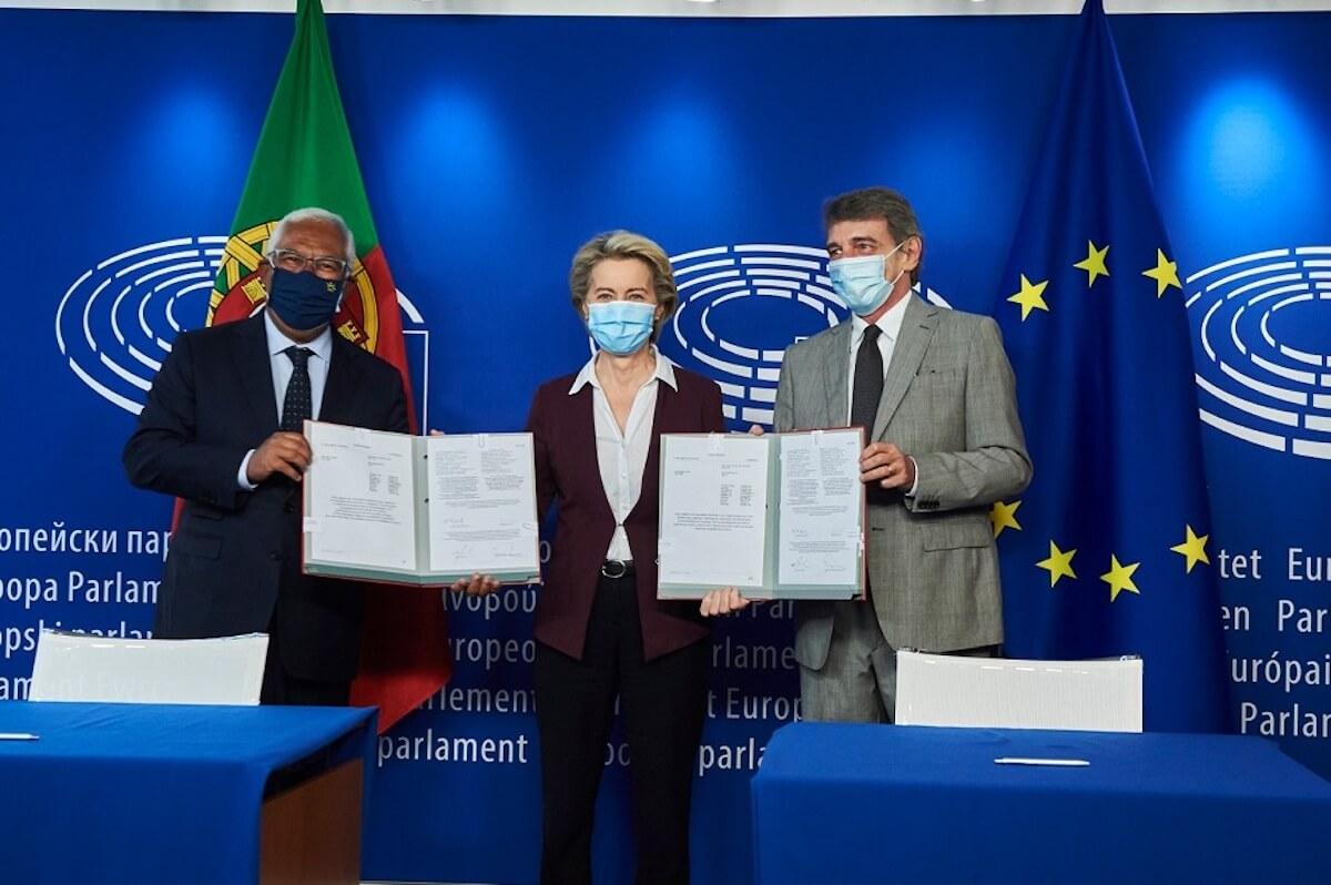 Podpisanie rozporządzenia w sprawie certyfikatu covid-19
