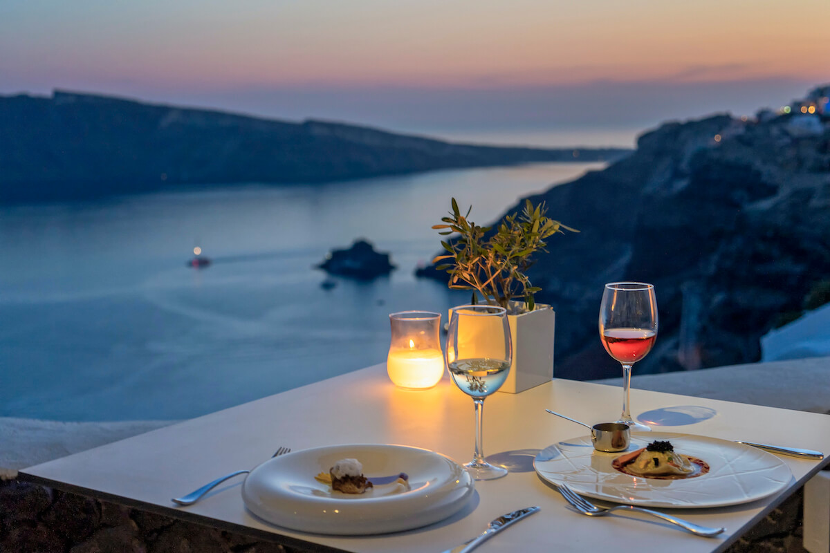 "Restauracja na Santorini, fot. Merakos"""